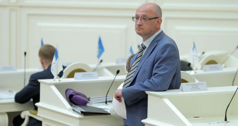 Активисты собирают подписи за лишение Резника депутатского мандата